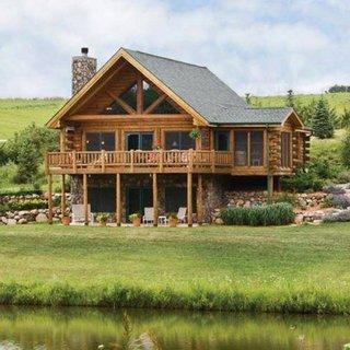 Model de casa cu etaj si mansarda construita din lemn si piatra