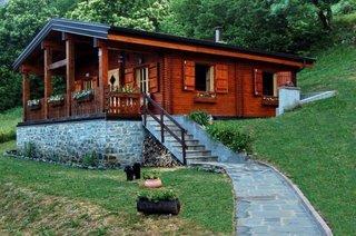 Proiect casa mica din lemn si temelie de piatra