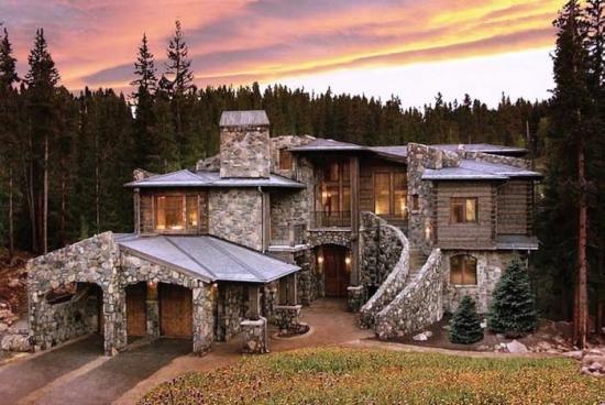 Proiect de casa mare construita din piatra de rau