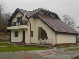 Casa cu acoperis combinat