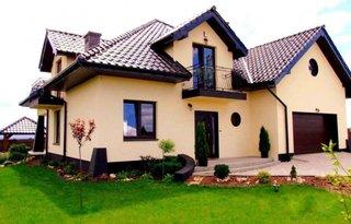 Casa cu balcon din fier forjat