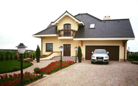 Casa cu mansarda si placa de beton