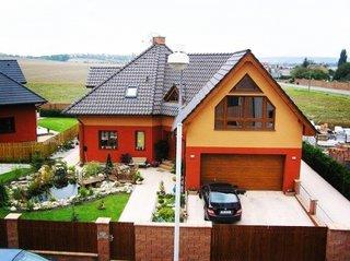 Casa in forma de L cu etaj