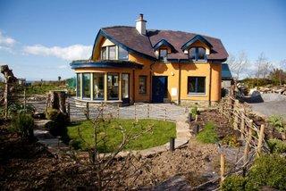 Casa din lut cu arhitectura moderna