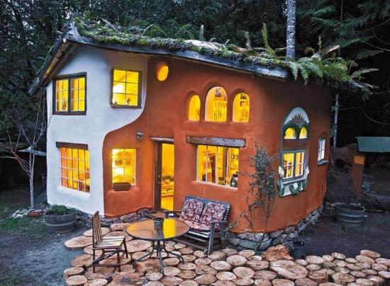 Casa din lut cu etaj