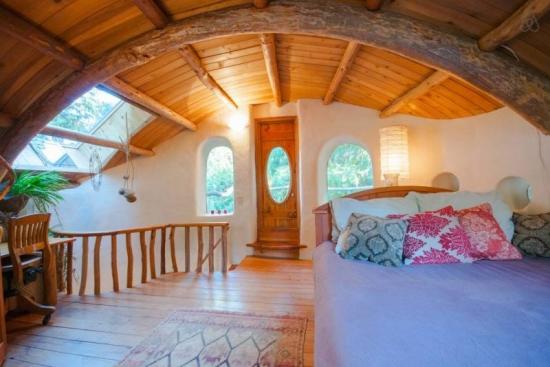 Dormitor in casa de lut