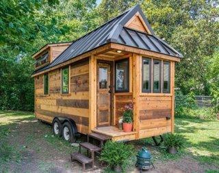 Casa din stejar construita pe platforma de rulota