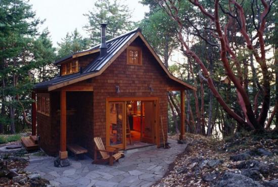 Casa placata cu sindrila de lemn
