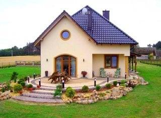 Casa mica cu mansarda si terasa