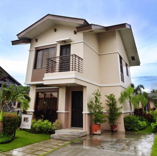 Casa cu acoperis in mai multe ape