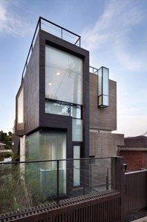 Casa cu suprafata vitrata mare