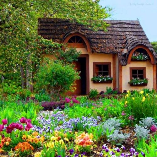 Cabana mica cu elemente din lemn