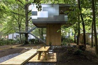 Terasa din lemn cu masuta si scaune