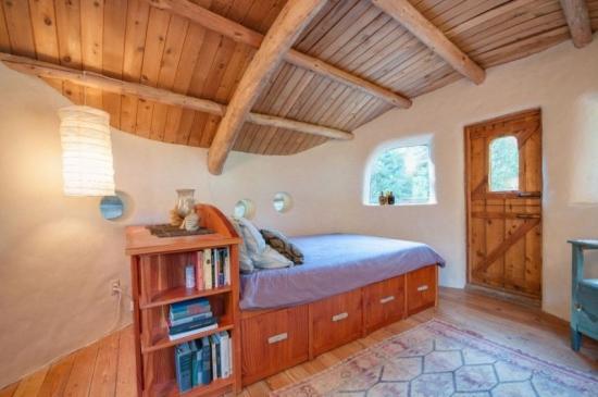 Dormitor cu pat de 1 persoana cu sertare depozitare