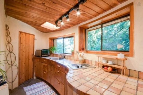 Mobila bucatarie lemn cu blat curb placat cu ceramica