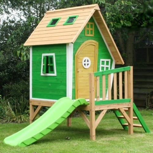 Cabana din lemn verde cu veranda si tobogan