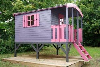 Casa din lemn pentru gradina mov cu roz