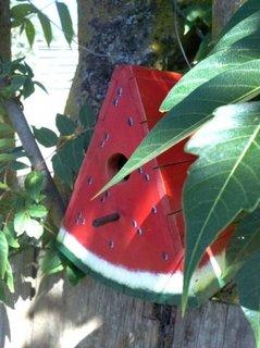 Casuta de pasari in forma de felie de pepene