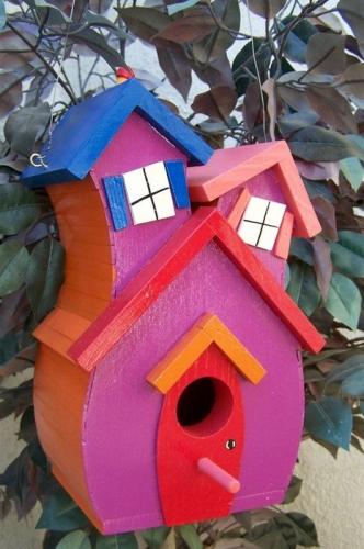 Casuta mica de pasarele pictata colorat