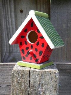 Casuta pentru pasarele din lemn pictata
