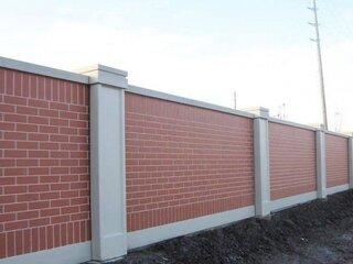 Gard din caramida si stalpi din beton