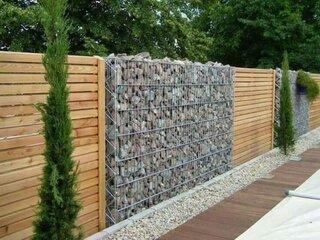 Gard din lemn si gabioane