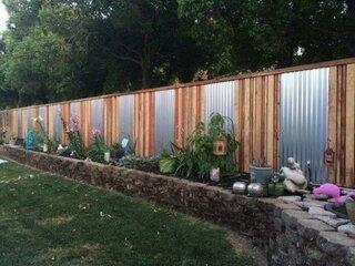 Gard din tabla zincata si lemn