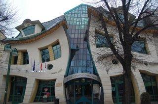 Casa deformata din Polonia