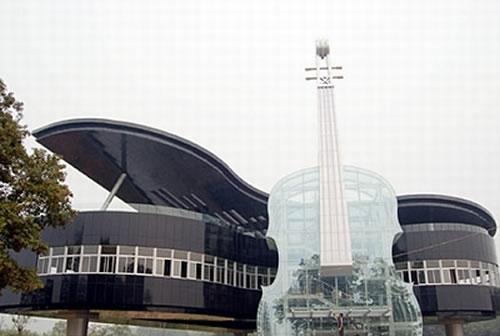 Cladire sub forma de pian