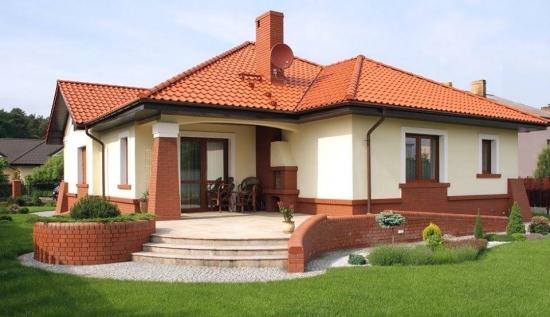 casa fara etaj cu soclu placat cu caramida