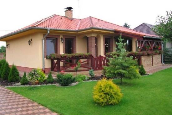 Casa parter si veranda acoperita