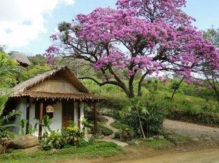 Casa ecologica construita din saci de pamant