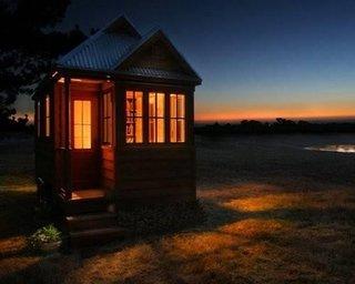 Casa mica din lemn construita pentru vacante