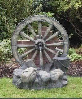 Cismea de curte din lemn si piatra