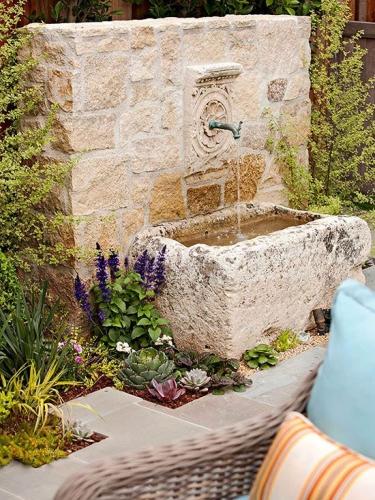 Cismea de gradina din piatra