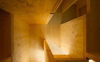 Casa liftului contruita in intregime din lemn