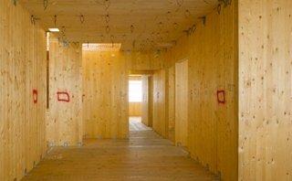 Interior de constructie pe structura de lemn