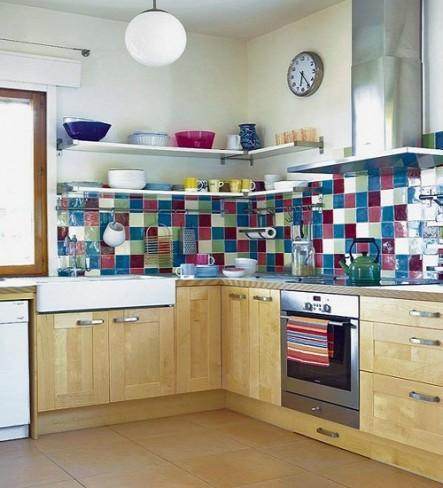 Placi colorate de faianta in bucatarie moderna