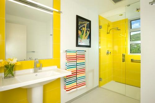 baie moderna galben cu alb