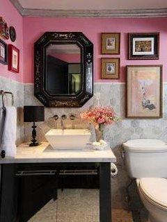 Baie cu roz zmeuriu si negru
