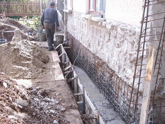 Turnare fundatie pentru consolidare si subzidire casa