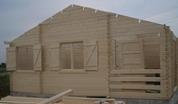 Ferestrele unei case din lemn