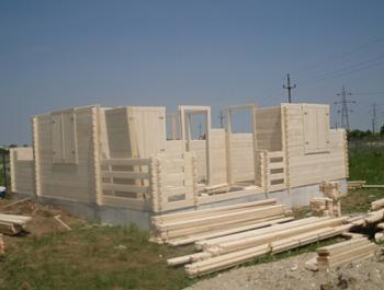 Ridicarea casei din lemn