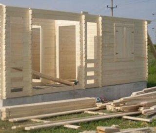 Usa casei din lemn