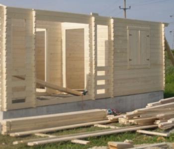 usa unei constructii din lemn