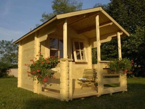 Casuta de gradina din lemn cu terasa