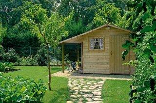 Model de casuta din lemn pentru gradina cu terasa acoperita