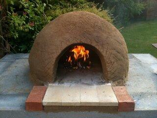 Model de cuptor pizza creat din lut