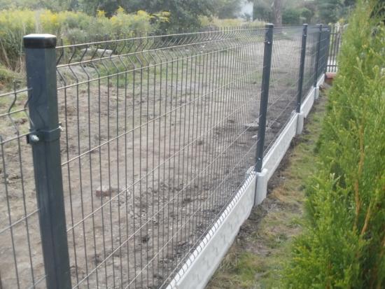 Cum se face un gard din plasa cu fundatie etapa cu etapa