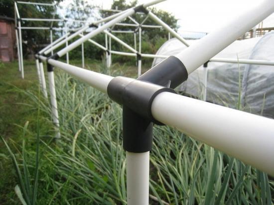 Solar cu structura din tevi PVC